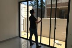 การตรวจสอบการติดตั้งประตูกระจกอลูมิเนียม