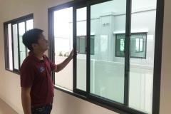 การตรวจสอบการติดตั้งหน้าต่างกระจกอลูมิเนียม