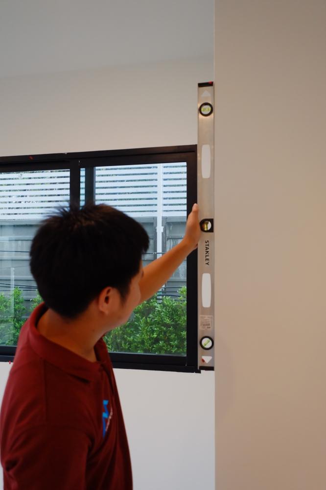 การตรวจสอบผนังด้วย ไม้ระดับน้ำ (Angle meter)